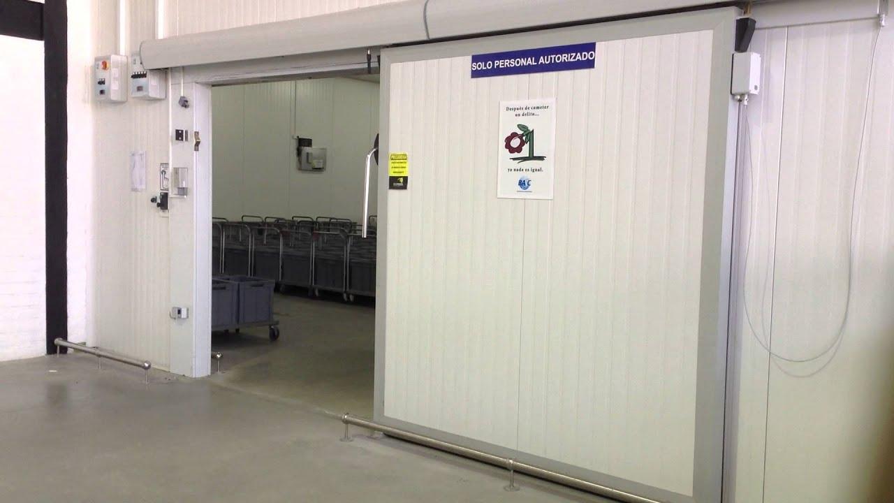 Puertas corredizas para cuartos fr os en ecuador youtube for Puertas corredizas