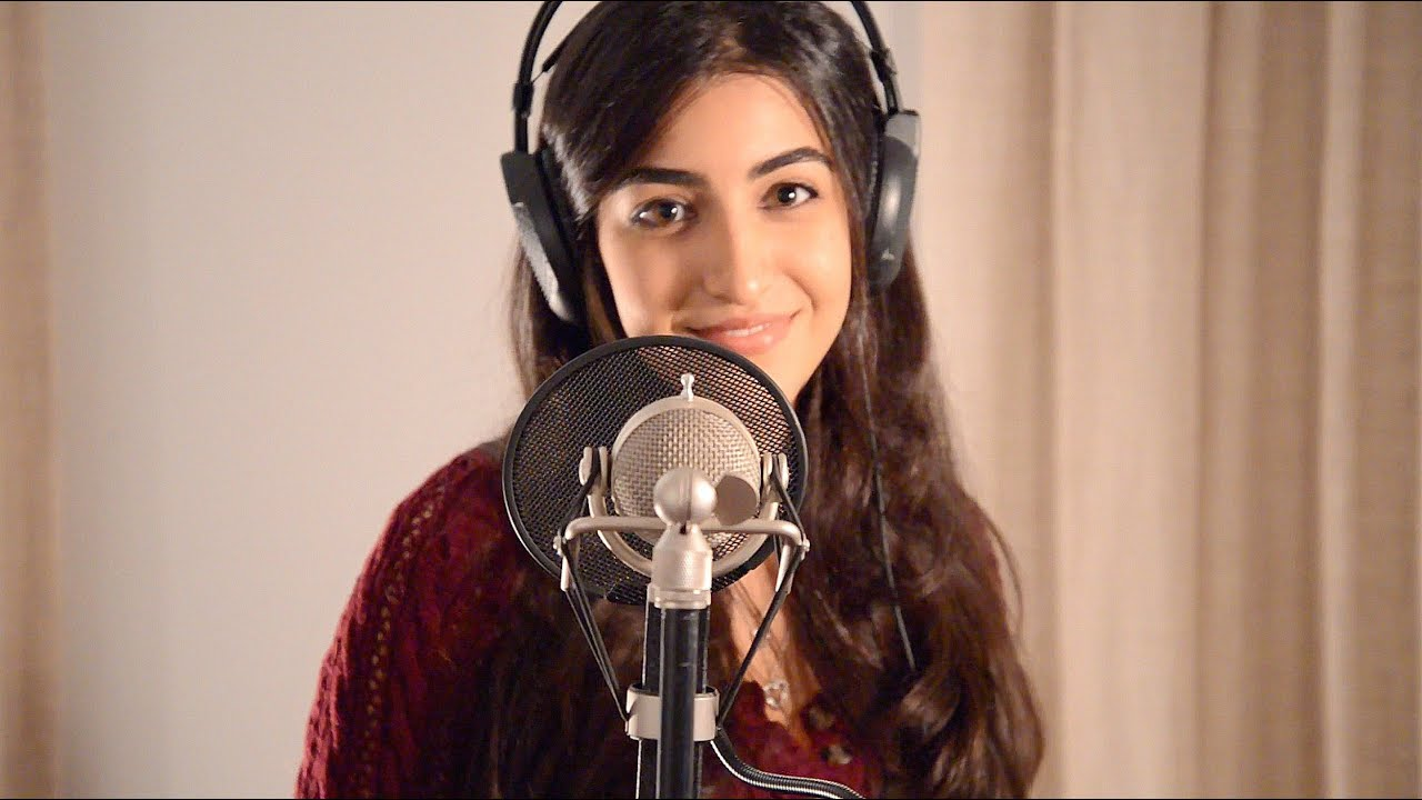 HELLO - ADELE Cover by Luciana Zogbi Chords - Chordify