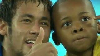 Neymar salvó  a niño de ser sacado de cancha deportiva