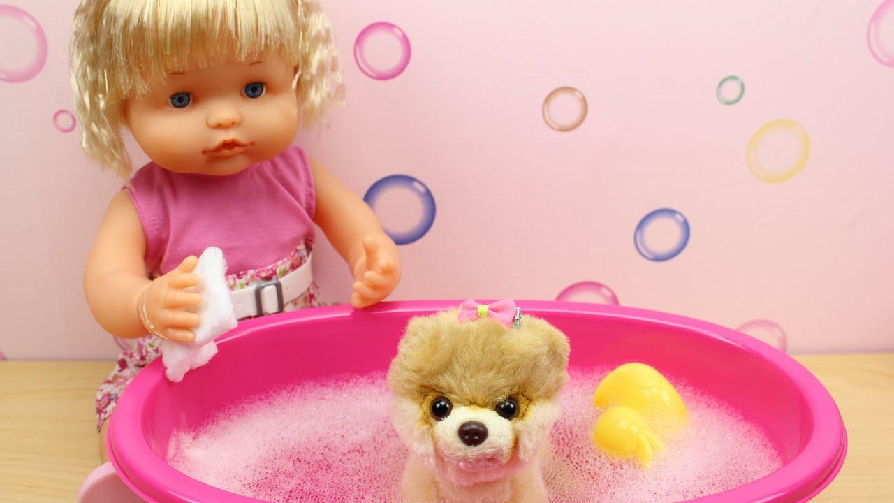 La beb nenuco daniela cuida de su perrita nala y le da un - Nenuco bano de burbujas ...