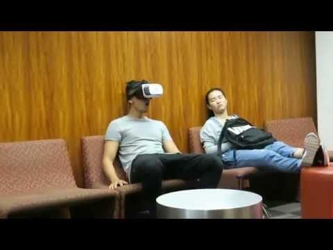 Sốc trước Thanh niên xem phim XXX bằng kính thực tế ảo nơi công cộng
