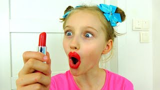 Полина учится наносить макияж