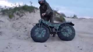 Ruský kutil a jeho skládací, přenosná motorka do každého terénu.