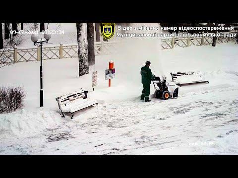 Ірпінь засипало снігом. Робота комунальних служб міста (ВІДЕО).