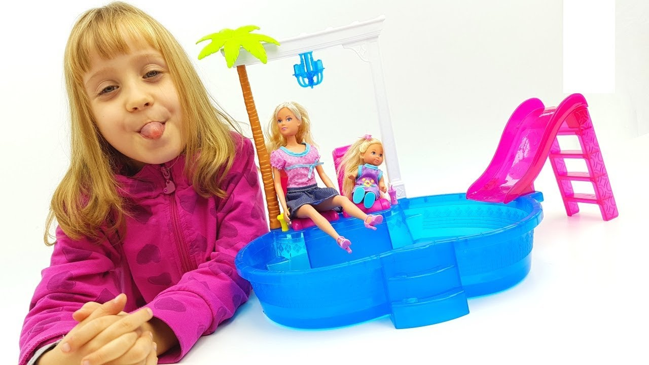 Evi love a scuola bambola maestra e la piscina di barbie for Piscina di barbie