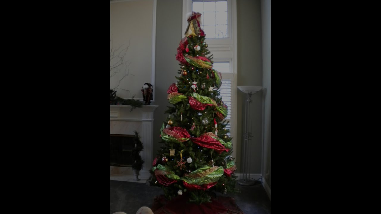 How to decorate the perfect christmas tree using wide How to hang garland on a christmas tree