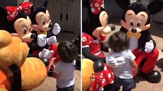 Video Watch Deaf Boy Jump into Minnie Mouse's Arms When She Signs, 'I Love You' download MP3, 3GP, MP4, WEBM, AVI, FLV Juni 2017
