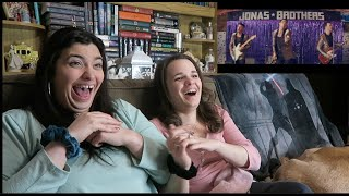 Download Lagu THE JONAS BROTHERS - WHAT A MAN GOTTA DO FAN REACTION MP3