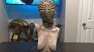 Aliens colonist bust with facehugger, sculpted by Yoshihiko Sano and painted by Chase Smith