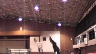 京都府立大学体操部のトランポリン練習風景です。2010年12月23日。 クリ...