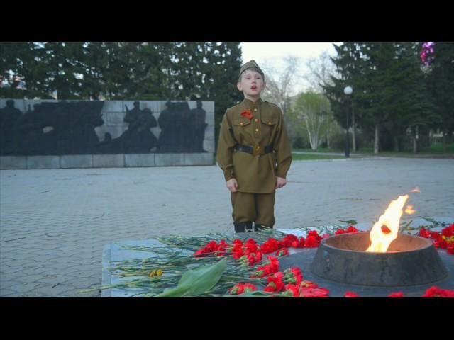 Изображение предпросмотра прочтения – КонстантинКузнецов читает произведение «Вечный огонь» Т.М.Белозёрова