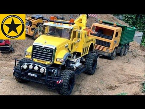 bruder toys trucks for children recovery monster tow truck in bworld construction youtube. Black Bedroom Furniture Sets. Home Design Ideas