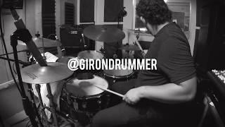 Carlos Girón improvise on drums