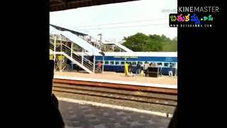 VIJAY DEVARAKONDA ESCAPES FROM AN ACCIDENT||విజయ్ దేవరకొండకు ప్రమాదం
