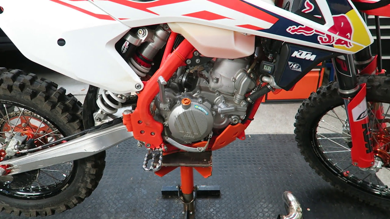 Ktm 2-Stroke Piston Inspection Through Exhaust Port  Tokyo Offroad 01:33 HD