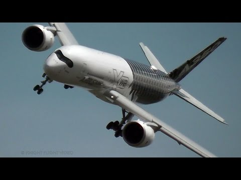 AIRBUS A350 XWB PILOT FLIES HIS PLANE LIKE A JET FIGHTER!!!