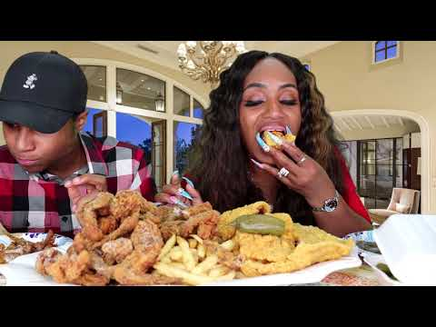 Trying Hooks Chicken & Fish for the 1st Time