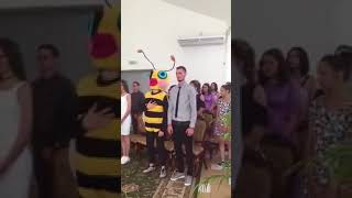 Странный костюм на свадьбу
