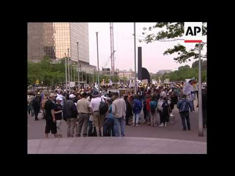 Dairy farmers protest price of milk, German demos