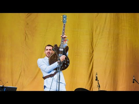 The Last Shadow Puppets - The Element Of Surprise (Glastonbury 2016)