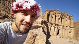 On explore la cité oubliée de Pétra dans le désert