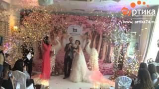 Конфетти на регистрации свадьбы(Конфетти-пушки со светодиодный подсветкой на выездной регистрации бракосочетания подчеркнут особую яркос..., 2016-04-01T20:39:18.000Z)