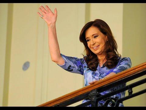 """Cristina Kirchner con la Militancia """"Quiero que todos los jóvenes de mi país puedan estudiar""""."""