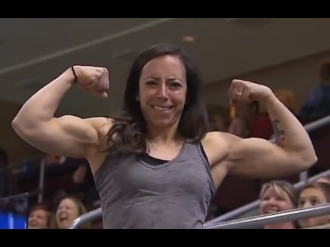 Buffed Woman Out-Flexes Man On Philadelphia Soul Flex Cam