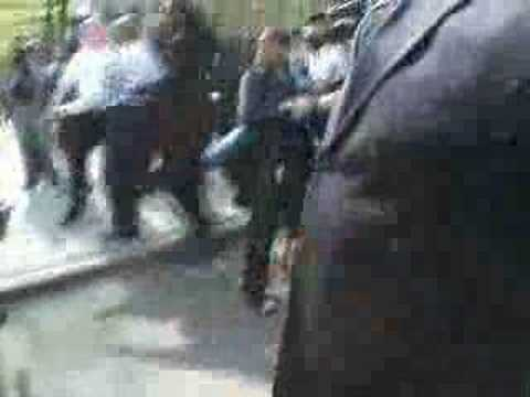"""Unseen Video Footage"" (sean bell more footage.flv) - May 19, 2008, 09:58 AM"