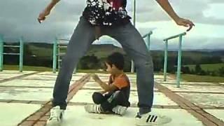 Nhóc 4 tuổi nhảy hay vcl