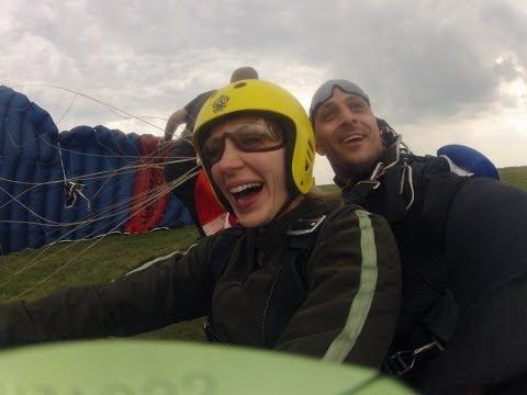 Tandem skok padobranom iz aviona sa 3000 metara Tandem skok Beograd Može! Keš kredit
