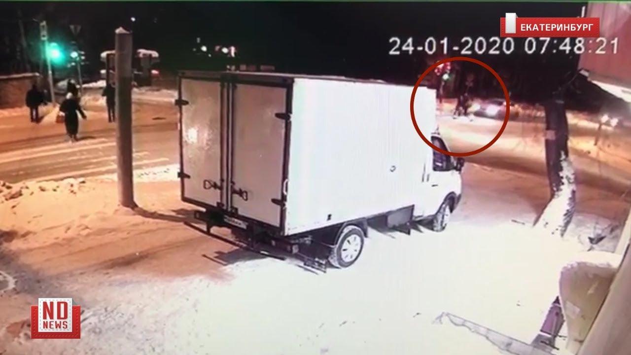 Женщина уснула за рулем и сбила двоих
