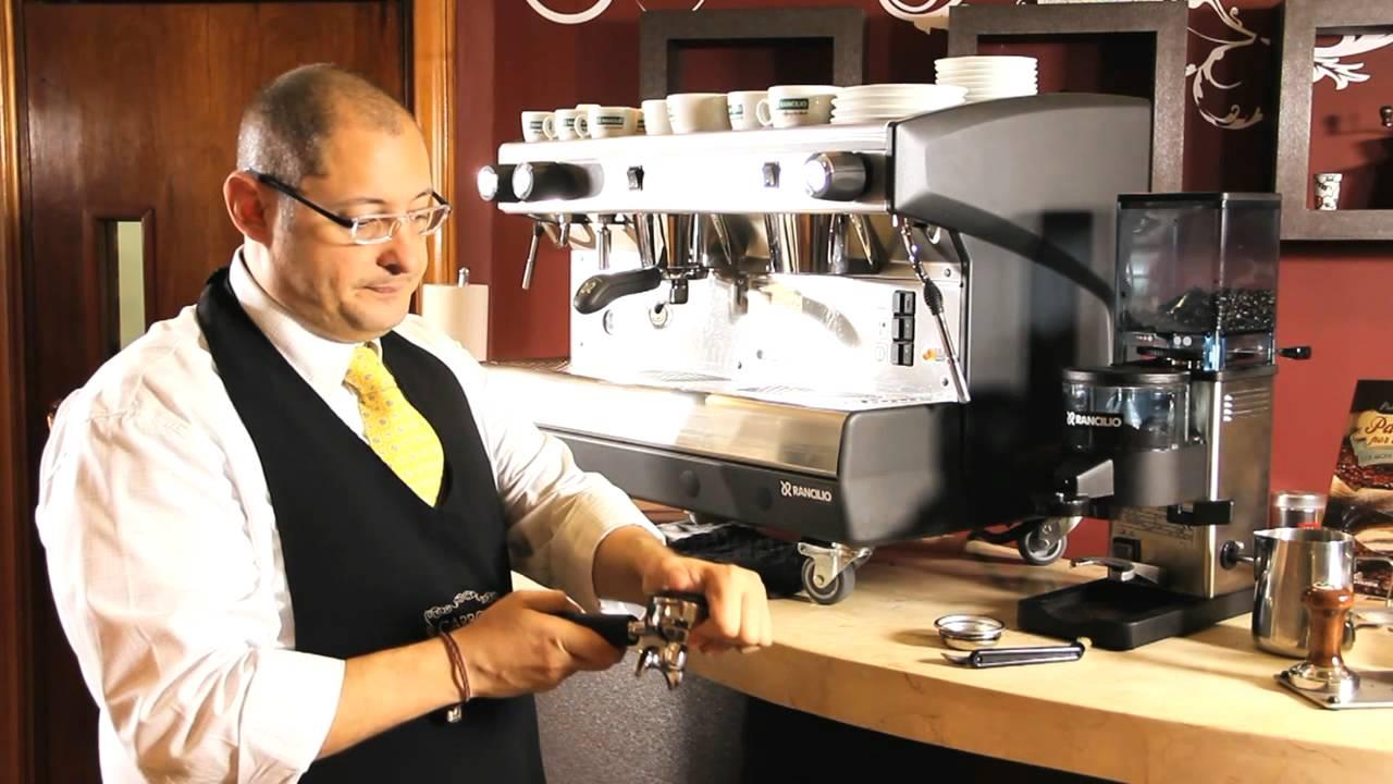 Como hacer la limpieza diaria de tu m quina de caf for Como montar una cafeteria