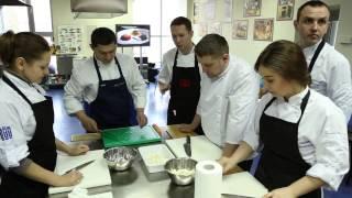 Как проходит обучение базовым кулинарным навыкам?