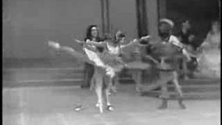 Video Margot Fonteyn dances Sleeping Beauty (vaimusic.com) download MP3, 3GP, MP4, WEBM, AVI, FLV Juli 2018