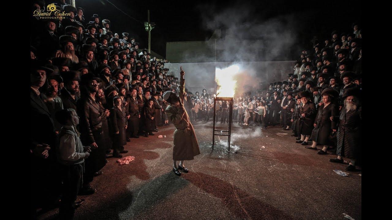 אהרלה סאמט - ניגון באבוב / הדלקה של רבי אלימלך בידרמן במירון. - Rabbi Elimelech Biderman