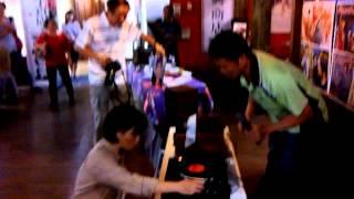 Repeat youtube video 楊麗花黑膠唱片:(快樂人生)2014.9.13。謝岳霖、在埔里鎮圖書館播放。