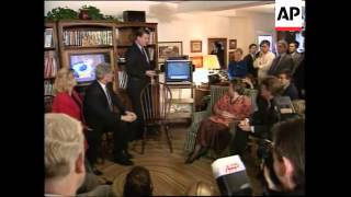 USA: BILL CLINTON URGES PARENTS TO PRESS FOR A TV RATING SYSTEM
