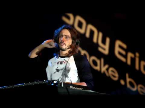Bob Sinclar - World Hold On (live @Grand Palais)