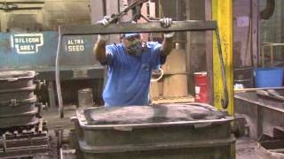 Iron Foundry Sand Mold Pour and Shake out