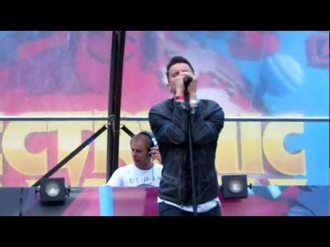 Armin Van Buuren, Christian Burns, Bagga Bownz - Neon Hero live @ Electronic Family 30.06.2012 4/10