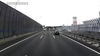まただ!高速道路の走り方を知らないプリウス!プリウスは、出口に出るのも追越車線から!
