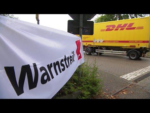 Erste Warnstreiks der Post Mitarbeiter in Hamburg Altona