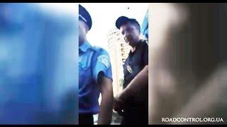 Полиция Киева применила газ к водителю!