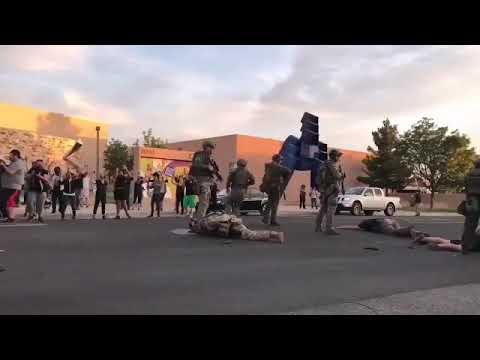 США. Альбукерке - столкновения при сносе памятника.