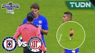 ¡INSÓLITO! Árbitro desvía gol del Azul | Cruz Azul 2-0 Toluca | Guard1anes 2021 BBVA MX | TUDN