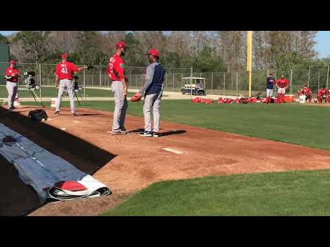 Pedro Martinez works with Rick Porcello during his bullpen session (video)