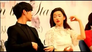Video Kim Soo Hyun & Jun Ji hyun Moment ( You Who Came From The Stars Press Conference ) download MP3, 3GP, MP4, WEBM, AVI, FLV April 2018