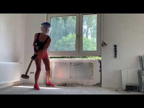 Durchbruch... mit dem Hammer durch die Wand
