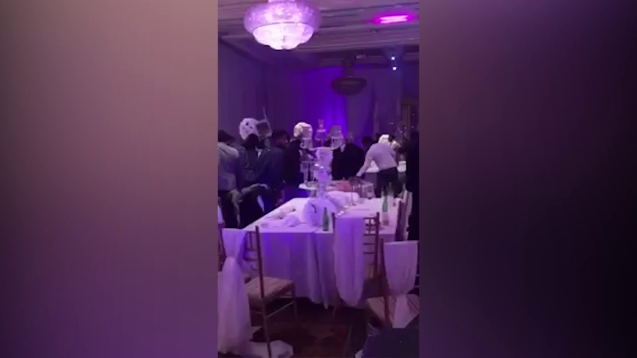 maxresdefault 【動画】結婚披露宴に元カレが乱入 花嫁のヌード写真を配り乱闘騒ぎに